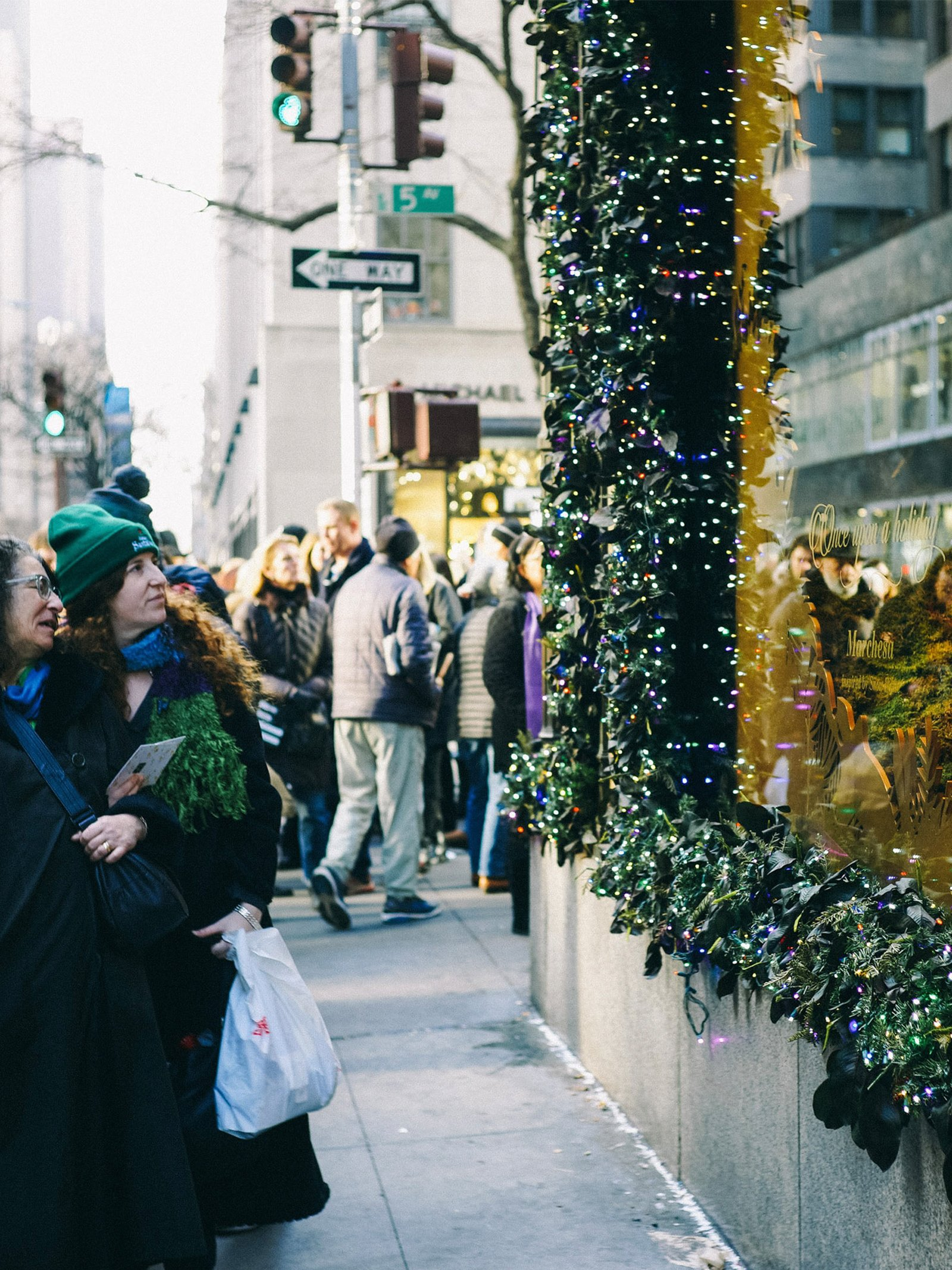 people shopping on Fifth Avenue in NYC during the holidays
